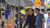 Tom Hiddleston sang chảnh, thuê người che ô tại phim trường