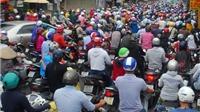 Giờ cao điểm, người Sài Gòn nhích... từng cm trên đường