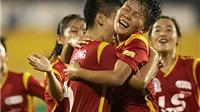 Con trai HLV Văn Thị Thanh òa khóc khi đội của mẹ thua trận
