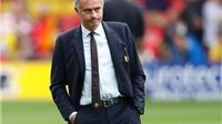 Đang lo lắng, Mourinho lại bị 'cấm vận' đầy ức chế