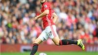 Man United: Daley Blind là cơn đau đầu dễ chịu của Mourinho