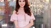 Á hậu Thụy Vân chọn váy 'hở bạo'