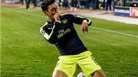 Mesut Oezil được ca ngợi là 'cầu thủ ngoài hành tinh'