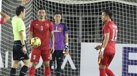 SỐC: 'Messi' Campuchia khiến Đình Luật nhận thẻ đỏ rời sân