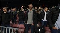 Klopp và cầu thủ Liverpool chăm chú xem Barca nghiền nát M'gladbach