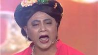 VIDEO: Danh hài Tự Long mặc áo yếm khiến fan nữ 'thót tim'