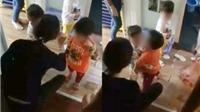 Dân mạng bức xúc khi có thêm clip giáo viên mầm non dí roi vào mặt trẻ
