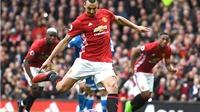 Zlatan Ibrahimovic: Vừa là Cantona, vừa là Roy Keane mới