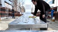 Kỉ niệm vụ tấn công khủng bố Brussels bằng tác phẩm kim loại