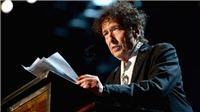 Ca sĩ Bob Dylan nhận Huân chương và bằng chứng nhận giải Nobel Văn học