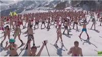 Có 1 không 2: Hàng ngàn người mặc bikini trượt tuyết