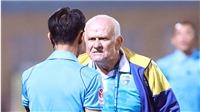 HLV Petrovic, 'bố già' của V-League