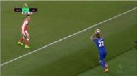 Alexis Sanchez tái hiện màn ăn vạ thô thiển và tai tiếng của Rivaldo