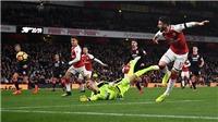 Arsenal ban bật đẹp như mơ trước khi phá lưới Huddersfield
