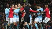 Cầu thủ M.U và Man City choảng nhau, Mourinho bị ném cả sữa và nước vào đầu