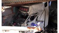 Xe rơ moóc mất lái gây tai nạn chết người, tông sập 3 ngôi nhà
