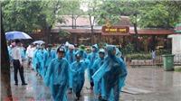 Dòng người đội mưa viếng Lăng Bác