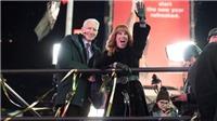 MC nổi tiếng Kathy Griffin bị CNN sa thải sau bức ảnh man rợ về Tổng thống Mỹ