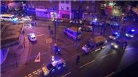 Xe tải lao vào người đi bộ trong công viên ở London gây thương vong