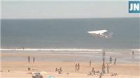 Đang chơi đùa trên bãi biển, bé gái 8 tuổi thiệt mạng vì máy bay bất ngờ hạ cánh