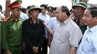 Thủ tướng Nguyễn Xuân Phúc thị sát, chỉ đạo khắc phục hậu quả bão số 10 tại Hà Tĩnh