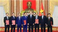 Chủ tịch nước Trần Đại Quang trao quyết định phong hàm Đại sứ cho 5 cán bộ Ngoại giao