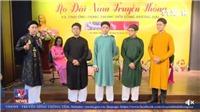 VIDEO: Đâu là sự khác biệt của áo dài nam truyền thống Việt Nam