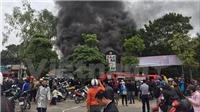 Hỏa hoạn thiêu rụi quán Karaoke ở cạnh hồ Linh Đàm, Hà Nội