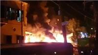 VIDEO nổ lớn rung chuyển thủ đô Tel Aviv, cầu lửa thiêu trụi hàng loạt xe ô tô