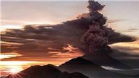 Video: Nín thở xem núi lửa Indonesia phun trào, nhả khói độc cao 4 km