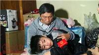 Bé trai 10 tuổi bị bạo hành: 'Bố từng dìm đầu cháu vào chậu nước...'