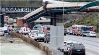 Tàu hoả văng xuống đường cao tốc tại Mỹ, trên 80 người thương vong