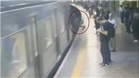 Video kẻ lạ mặt đẩy người phụ nữ vào tàu điện ngầm đang lao vùn vụt