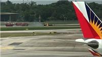 Máy bay Không quân Hàn Quốc lật ngửa, bốc cháy trên đường băng