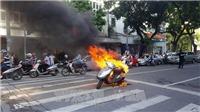Hiện trường xe Attila cháy đùng đùng tại trung tâm Hà Nội