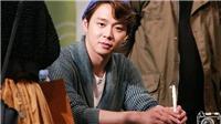 Lộ clip Park Yoo Chun nhận quà của fan rồi lập tức vứt đi