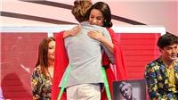 Phi Nhung lần đầu ôm hôn Chế Thanh trên tivi