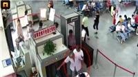 Rụng rời phát hiện người Trung Quốc mang 2 cánh tay người trong hành lý máy bay