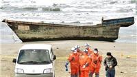 'Tàu ma' Triều Tiên chở đầy hài cốt dạt vào bờ biển Nhật Bản