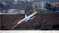 Video hành khách hoảng loạn bò ra khỏi máy bay đâm đầu xuống biển