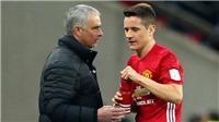 CĐV Man United CẦU XIN Mourinho trao băng đội trưởng cho Herrera