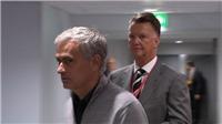 Tin HOT M.U 15/10: Van Gaal tố Mourinho 'đâm lén'. Phil Jones sắp được thưởng lớn