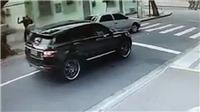 KINH HOÀNG: Thủ môn Brazil bị dí súng, cướp xe trắng trợn ngay trên đường phố