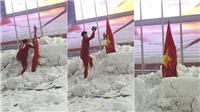 CHÙM ẢNH ĐỘC về khoảnh khắc Duy Mạnh cắm cờ tổ quốc và cúi chào ở Thường Châu