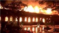 VIDEO: Cận cảnh nhà thờ hơn trăm tuổi cháy trụi trong đêm