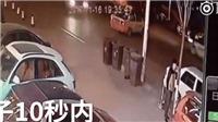VIDEO người 'may mắn' nhất năm: Thoát chết 2 lần trong 10 giây