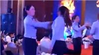 VIDEO: Bắt nhân viên tát thật lực vào mặt nhau trong tiệc liên hoan cuối năm