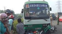 Xe buýt 'nuốt' hàng loạt xe máy khi đang đổ dốc