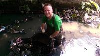 Ông tây dọn rác James Joseph Kendall: Muốn Hà Nội sạch đẹp, hãy 'khai tử' túi nilon