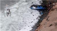 Kinh hoàng: Xe buýt rơi xuống vực khiến gần 40 người thiệt mạng
